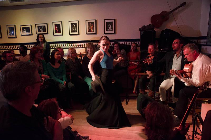 Conchita treedt op in café Duende